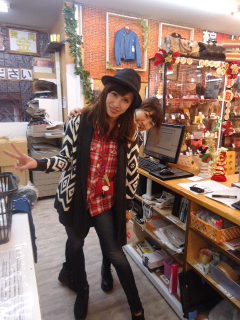 瑞穂店 服や小物が100円で買えちゃうコーナーもあるんす!   ザラ ローリーズ レイジーブルー ユニクロ